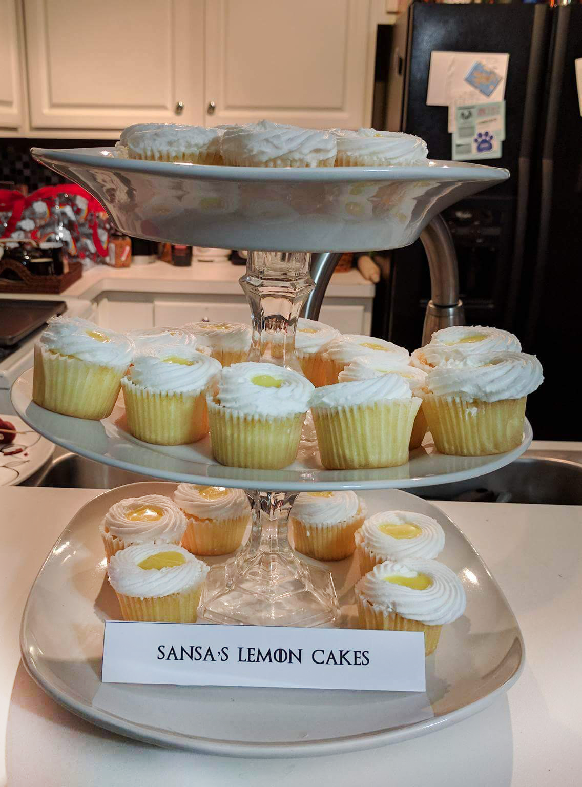 Game of Thrones food sansa lemon cakes
